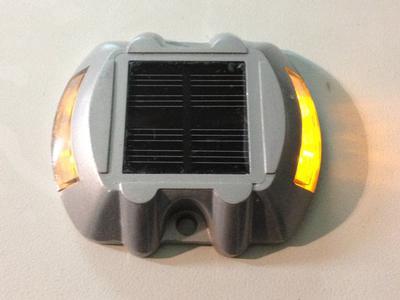 Señalización vial   BALIZA LUMINOSA SOLAR DE LEDS